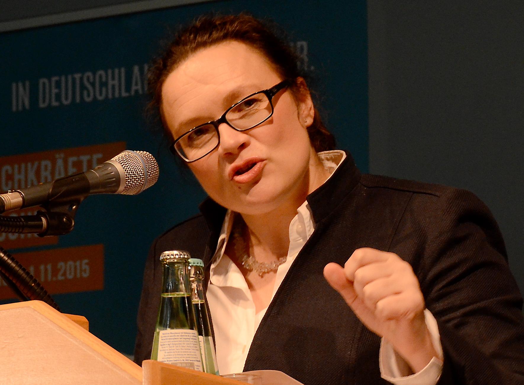 Deutschland – Industrie und Digitalisierung – die Politik hat keine Antworten. Früher erlebte man in seinem Leben eine Welt – heute sind es drei, vier vielleicht sogar fünf Welten in einem Leben.