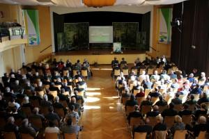 Zahlreiche Nationalparkfreunde und Wegbegleiter waren gestern im Großen Kursaal in Schleiden-Gemünd, um den ersten Nationalparkleiter Henning Walter zu verabschieden. Foto: Nationalparkverwaltung Eifel/M. Weisgerber