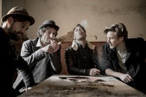 Auf Django 3000 wird als Support die Band Mainfelt einstimmen. Die Musiker bestechen durch ehrliche und handgemachte Musik: Folk- und Country Style aus Südtirol. Foto: Patrick Schwienbacher