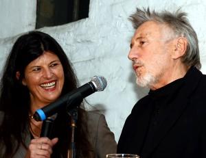 Claudia Hoffmann moderierte die Veranstaltung und entlockte Christian Brückner im Ge-spräch spannende Hintergrundinformationen. Foto: Manfred Lang/pp/Agentur ProfiPress