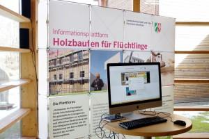 Auf der Internetplattform www.holzbauten-fuer-fluechtlinge.nrw.de werden Interessierte umfassend informiert. Foto: Johannes Mager/pp/Agentur