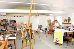 """In der """"Sommer-Akademie"""" im Kloster Steinfeld können die Künstlerinnen sich ganz auf ihre Werke konzentrieren. Foto: Alice Gempfer/pp/Agentur ProfiPress"""