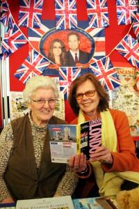 England, England über alles… Die Sprachgruppe tagt regelmäßig in Hellenthal und wird geleitet von der 80-jährigen früheren Englischlehrerin Hannah Klinke-Fiedler (l.). Foto: Alice Gempfer/pp/Agentur ProfiPress