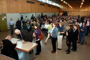 Viele nutzten die Gunst der Stunde und ließen sich Büchervom Autor signieren. Foto: Eifel-Literatur-Festival/pp/Agentur ProfiPress