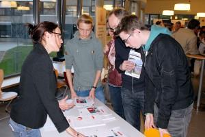 Vertreter von Institutionen und Unternehmen gaben den Schülern im Kreis Euskirchen die Möglichkeit, ihre Fragen zu stellen. Foto: Swen Weisser/Kreis Euskirchen/pp/Agentur ProfiPress