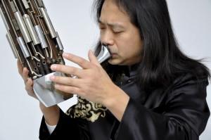Auf Improvisation und Weltmusik dürfen sich die Zuhörer beim Matineekonzert mit dem chinesischen Virtuosen Wu Wei (Foto) und dem innovativen Perkussionisten Joss Turnbull freuen. Foto: Privat/pp/Agentur ProfiPress