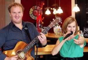 Musikalische Grenzgänger: Das Duo Syl´n´Dan ist im Dreiländereck Belgien, Niederlande und Deutschland zu Hause. Foto: Privat/pp/Agentur ProfiPress