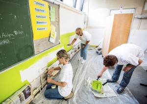 """Mitarbeiter von Unternehmen in der Eifel stellen sich beim """"Aktionstag der Wirtschaft"""" einen Tag lang in den Dienst gemeinnütziger Einrichtungen. Foto: Wirtschaftskreis Erkrath/pp/Agentur ProfiPress"""
