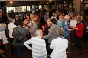 """Bestens gelaunt ließen sich die zahlreichen Gäste auch gerne auf eine """"Probestunde"""" der Gruppen """"Tanzen"""" ein. Foto: Alice Gempfer/pp/Agentur ProfiPress"""