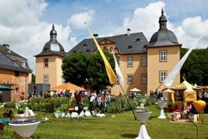 """Das 1680 errichtete, original erhaltene und malerisch gelegene Wasserschloss im Mechernicher Ortsteil Eicks bietet zum vierten Mal die perfekte Kulisse für das Gartenfestival """"Country Homes"""". Foto: EC&M GmbH/pp/Agentur ProfiPress"""