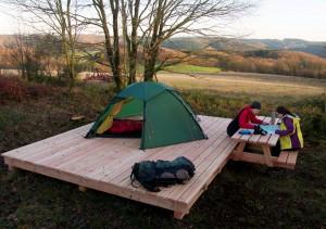 Freies Zelten, mitten in der Eifeler Landschaft ist auf abgeschiedenen Naturlagerplätzen möglich. Foto: Andreas Rüther/Naturpark Nordeifel/pp/Agentur ProfiPress