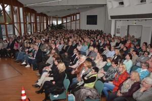 Volles Haus für Dora Heldt beim Eifel-Literatur-Festival im Forum Daun. Rund 500 Besucher sind im Saal. Foto: Helmut Gassen/ELF/pp/Agentur ProfiPress