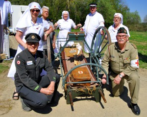 Mit einer historischen Ausstellung , zu der auch diese Transportliege aus dem Jahr 1880 gehörte, war das befreundete niederländische Rote Kreuz nach Vogelsang gekommen. Foto: Renate Hotse/pp/Agentur ProfiPress