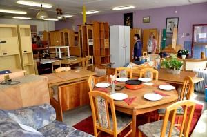 """Gut erhaltene Möbel als Spenden sind in der Kaller """"Wirkstatt"""" immer willkommen. Die Nachfrage von bedürftigen Familien oder Zuwanderern ist groß. Foto: Reiner Züll/pp/Agentur ProfiPressl"""