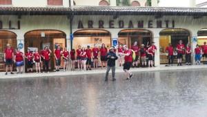 """Und wenig später im strömenden Regen, nachdem vor dem Start der """"Fiacollata 2016"""" ein heftiges Gewitter ausgebrochen war. Foto: Rolf Zimmermann/DRK/pp/Agentur ProfiPress"""