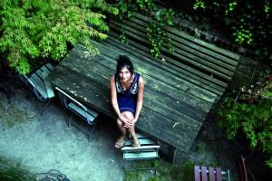 """Die in Hermeskeil im Hunsrück geborene und aufgewachsene Schriftstellerin Shida Bazyar liest im Eupener Jünglingshaus aus ihrem hochgelobten Roman """"Nachts ist es leise in Teheran"""". Foto: Joachim Gern"""