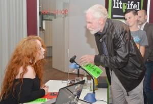 Während der Signierstunde gab es Gelegenheit zum persönlichen Gespräch mit der Autorin. Foto: Sarah Winter/pp/Agentur ProfiPress