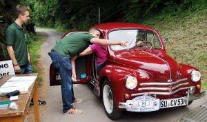 "In Vussem betreute der Junggesellenverein die Stempelstelle der Oldtimer-Rallye ""Rheinbach Classics"". Foto: Renate Hotse/pp/Agentur ProfiPress"