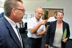 """Dass mit Barbara Hendricks eine """"wahrhaftige Bundesministerin"""" ins Mechernicher Rathaus gekommen war, freute Bürgermeister Dr. Schick. Foto: Renate Hotse/pp/Agentur ProfiPress"""