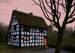 """Zu einem stimmungsvollen Abend lädt auch das LVR-Freilichtmuseum Kommern im Rahmen der Veranstaltungsreihe """"Nordeifel: Kultur bei Nacht"""" ein. Foto: NET/pp/Agentur ProfiPress"""