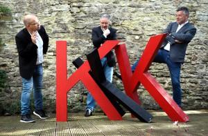 Der Vorstand des Freien Forum Kronenburg e.V. (v.l.n.r.) mit Martin Schöddert, Hans-Jürgen Knauf und Eddi Meier organisiert die Kronenburger Kunst- und Kulturtage. Foto: Freies Forum Kronenburg/pp/Agentur ProfiPress
