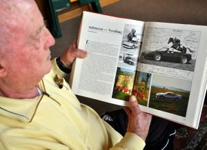 """In dem Bildband """"Ferrari - Faszination auf Rädern"""" widmet der italienische Nobelkarossen-Hersteller dem RCN-Gründer Peter Klein (links) vier Seiten. Foto: Reiner Züll/pp/Agentur ProfiPress"""