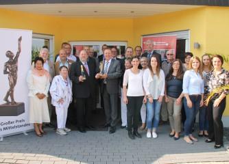 Viele Gratulanten ließen es sich nicht nehmen, persönlich vorbeizukommen, und Reinhard Koll zu seiner herausragenden Auszeichnung zu gratulieren. Familie, Freunde, Mitarbeiter und Vertreter aus Politik und Wirtschaft freuten sich gemeinsam mit Reinhard Koll und seinem Spitzenteam.