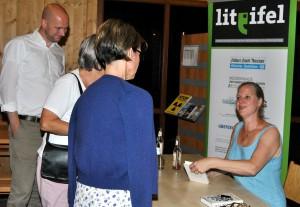 Im Anschluss an die Lesung signierte Isabel Bogdan fleißig Bücher. Foto: Renate Hotse/pp/Agentur ProfiPress