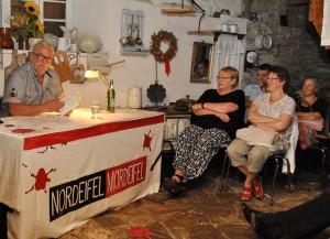 """Ralf Hergarten, der für """"Nordeifel-Mordeifel"""" in Eiserfey las, brach eine Lanze für den örtlichen Buchhandel. Foto: Renate Hotse/pp/Agentur ProfiPress"""