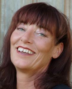 """Autorin Martina Kempff veröffentlicht mit Kehrblechblues"""" den siebten Teil ihrer Krimiserie. """"Ich denke, meine Liebe zur Eifel und zu den Menschen spiegelt sich in jedem Satz wider."""" Foto: Stefan Enders"""
