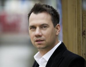 20 Millionen verkaufte Bücher weltweit: Sebastian Fitzek ist Deutschlands erfolgreichster Autor von Psychothrillern. Zum Abschluss des Eifeler Literatur Festivals füllte er die Bitburger Stadthalle. Foto: ELF/pp/Agentur ProfiPress