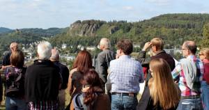 Der Landkreis Vulkaneifel führte Vertreter von Tourismusbetrieben durch den Naturpark und den Unesco Global Geopark Vulkaneifel ein. Foto: Landkreis Vulkaneifelkreis/pp/Agentur ProfiPress