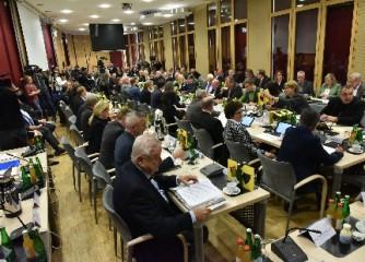 Foto – Andreas Herrmann: Die Mitglieder des Städteregionstages und die Medien zeigten hohes Interesse an den Ergebnissen der Studie.