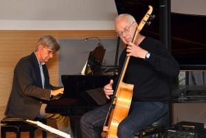 """""""Radmacher & Geschwind"""" spielten Eigenkompositionen aus dem von ihnen selbst geschaffenen Genre, das irgendwo zwischen Klassik und Jazz anzusiedeln wäre. Foto: Sarah Winter/pp/Agentur ProfiPress"""