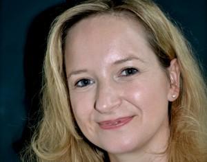 """Ulrike Schelhove liest am Sonntag, 23. Oktober, um 15 Uhr in der Gemünder Galerie """"Eifel Kunst"""" aus ihrem neuen Buch """"Seelentote"""". Foto: Veranstalter/pp/Agentur ProfiPress"""
