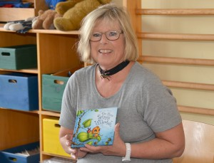 Gerda Bresgen, früher selbst Lehrerin an der städtischen Grundschule Mechernich, gehörte zu dem stattlichen Pädagogenstab, der am Vorlesetag am Bleiberg tätig wurde. Foto: Manfred Lang/pp/Agentur ProfiPress
