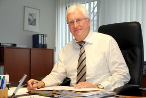 Kalls Bürgermeister Herbert Radermacher gab am Freitagmorgen seinen Rücktritt bekannt. Im Jahr 2017 wird er seinen Schreibtisch räumen. Foto: Thomas Schmitz/pp/Agentur ProfiPress