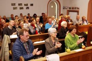 Die Zuhörer spendeten am Ende der musikalischen Lesung, die gemeinsam vom Literaturhaus und der Lit.Eifel veranstaltet wurde, reichlich und langanhaltend Applaus. Foto: Kirsten Röder/pp/Agentur ProfiPress
