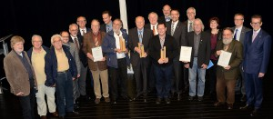 Nach der Verleihung stellten sich Kuratorium und Preisträger für die Fotografen zum Gruppenbild auf. Foto: Manfred Lang/pp/ProfiPress