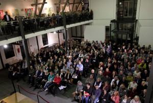 Die Lit.Eifel-Veranstaltung im Zinkhütter Hof in Stolberg war mit 320 Besuchern ausverkauft. Foto: Thomas Schmitz/pp/Agentur ProfiPress