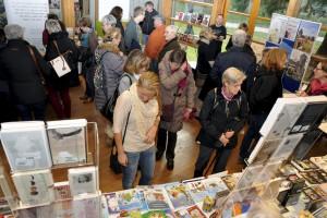 14 Verlage präsentieren bei der 4. Eifeler Buchmesse im Naturzentrum Nettersheim eine breite literarische Vielfalt. Foto: Joachim Starke/pp/Agentur ProfiPress