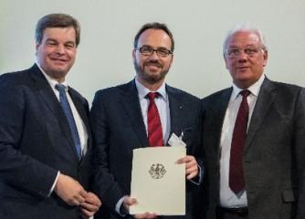 (Foto: Bundesministerium für Verkehr und Infrastruktur). Bildunterschrift: Enak Ferlemann (Parlamentarischer Staatssekretär im BMVI), Thomas König (StädteRegion Aachen) und Helmut Brandt (MdB Wahlkreis Aachen II).