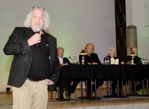 Es war ein großartiger literarischer Abend, den die Lit.Eifel dem verstorbenen Werner Biermann und 120 seiner Fans in der Konviktkapelle bereitete. Regie führten Helmut Lanio (ganz links) und Bernt Hahn (ganz rechts). Foto: Manfred Lang/pp/Agentur ProfiPress