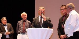"""Einen Ausblick in die Zukunft der neuen """"Mission: Wir"""" wagten in einer weiteren Talkrunde (v.l.) Rolf Emmerich, Herbert Born, Günter Rosenke, Rolf Hartmann und Manni Lang. Foto: Matthias Gaul/HPZ/pp/Agentur ProfiPress"""