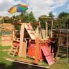 Kleine Baumeister in einer Stadt voller Kinder